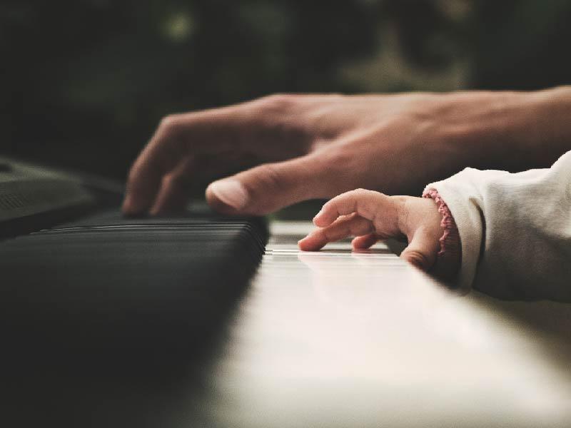 La música trae grandes beneficios para tu hijo