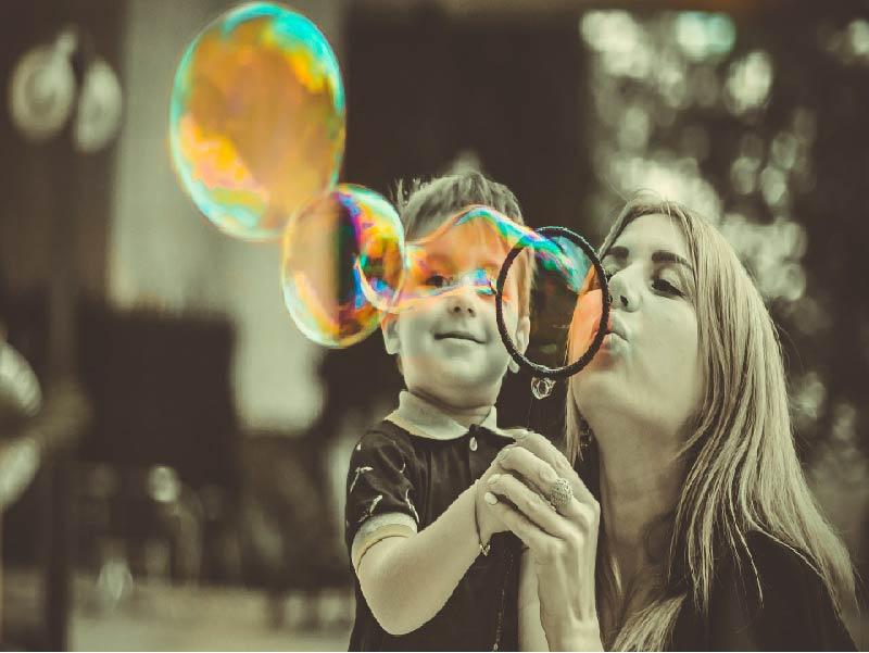 ¿Niños felices madres inteligentes?