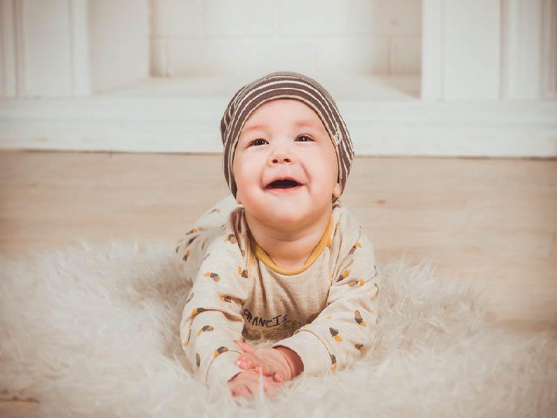 El suelo un gran aliado para estimular a tu bebé